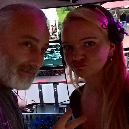 DJ Anne Decks mit DJ Micha