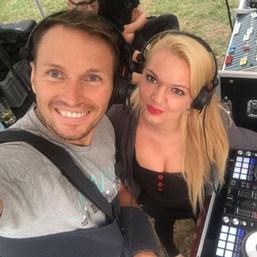 DJ Anne Decks mit Radprofi Marcel Barth
